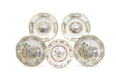 Five famille rose export plates and a teapoy