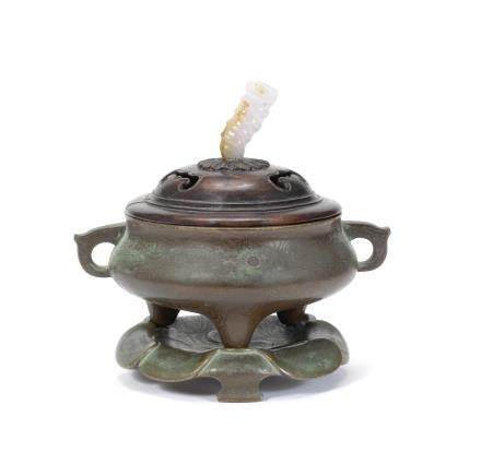 A silver-inlaid bronze incense burner, cover and stand, ding