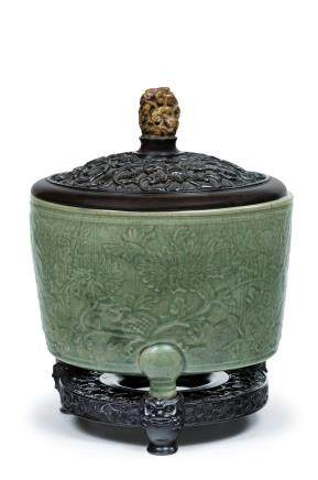 A rare massive Zheijiang green-glazed relief-decorated tripod scroll holder