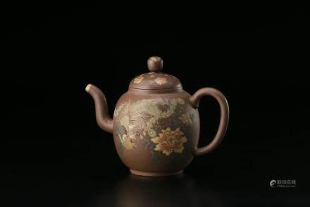 吴月亭制泥绘紫砂壶