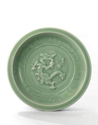 元 龍泉青釉貼花騰龍戲珠紋折沿盤