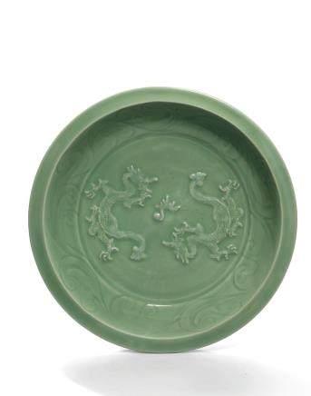 元 龍泉青釉貼花雙龍戲珠紋折沿大盤