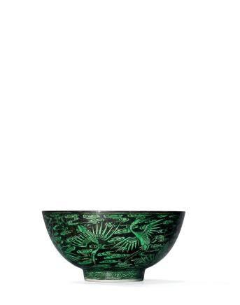 清康熙 墨地綠彩雲鶴圖盌一對 雙圈六字楷書款