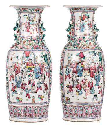 A pair of Chinese famille rose vases, decorated with court scenes, 19thC, H 60 cm