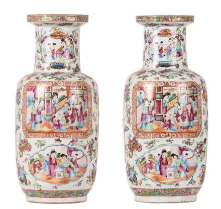 A pair of 19thC Chinese famille rose rouleau vases, the panels painted with courtscenes, H 38,5 cm (bottomcrack)