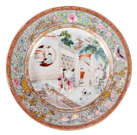A Chinese famille rose dish, decorated with an animated scene, Yongzheng, Diameter 23,5 cm (some minor chips on the rim)