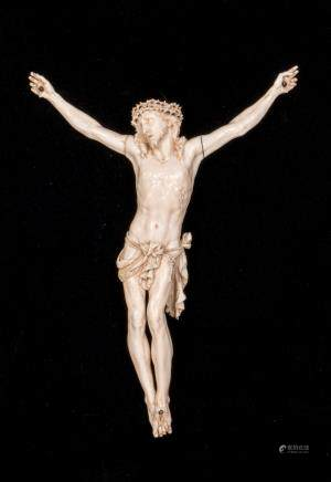 An ivory crucified Christ, on a black velvet ground, framed, H 28 - B 21 cm (sculpture) - 40.5 x 52 cm (frame)