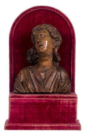A wooden bust of Saint John the Baptist on a red velvet covered wooden base, 17thC, H 20 (without base) - 34 cm (with base)