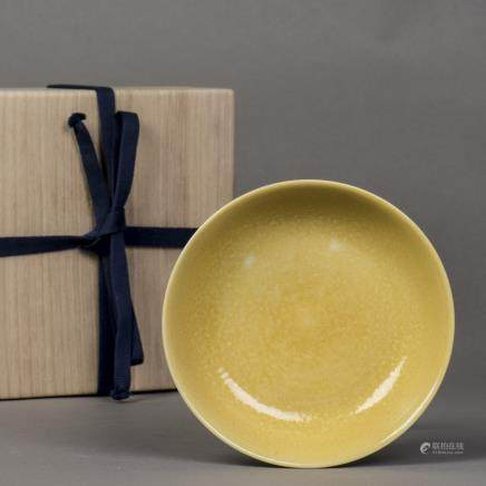 A YELLOW-GLAZED PORCELAIN DISH, QING GUANGXU PERIOD