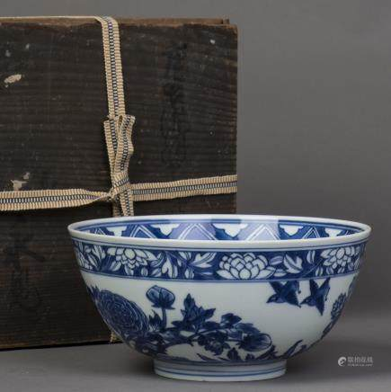 A BLUE AND WHITE PEONY PORCELAIN BOWL, QING KANGXI PERIOD