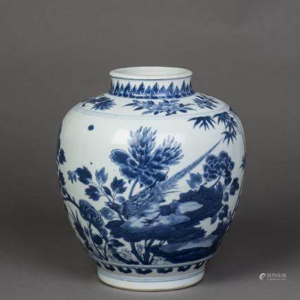 A BLUE AND WHITE PEONY PORCELAIN JAR, QING KANGXI PERIOD