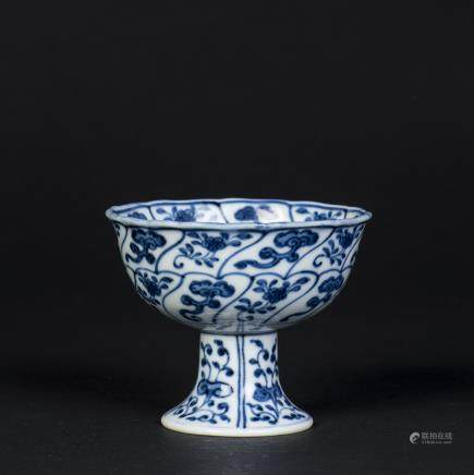 A BLUE AND WHITE GANODERMALUCIDUM PATTERN HIGHT-FOOT CUP, QING YONGZHENG