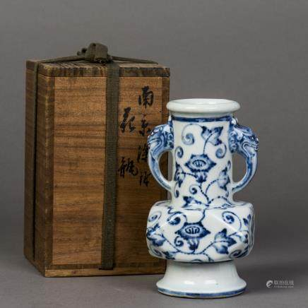 A XUANYAO BLUE AND WHITE PORCELAIN VASE, QING YONGZHENG PERIOD