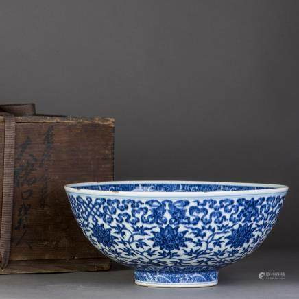 A BLUE AND WHITE PORCELAIN BOWL, QING QIANLONG PERIOD