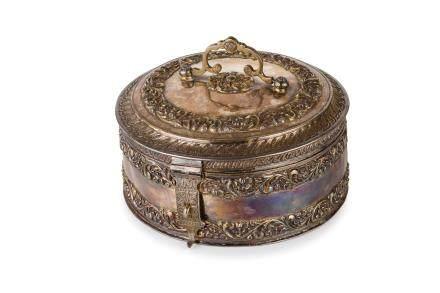 A FINE SILVER TRAVEL BOX, INDIA, KASHMIR, 19TH CENTURY