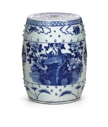 A BLUE AND WHITE PORCELAIN GARDEN STOOL, CHINA, LATE QING DYNASTY