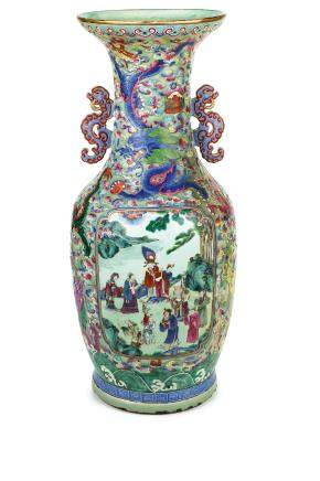 A LARGE 'FAMILLE ROSE' PORCELAIN VASE, CHINA, QING DYNASTY, DAOGUANG PERIOD (1821-1850)