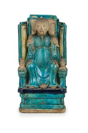 A GRES TURQUOISE FIGURE WITH TWO ACOLYTES, CHINA, MING DYNASTY 17TH CENTURY