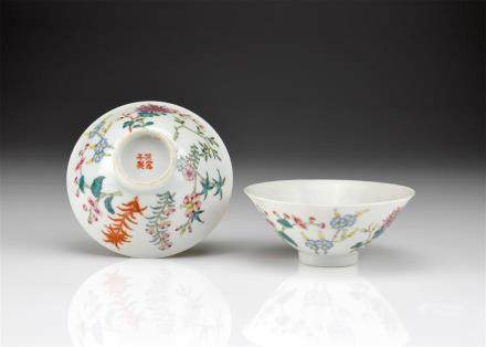 PAIR OF HONGXIAN FAMILLE ROSE PORCELAIN TEA CUPS