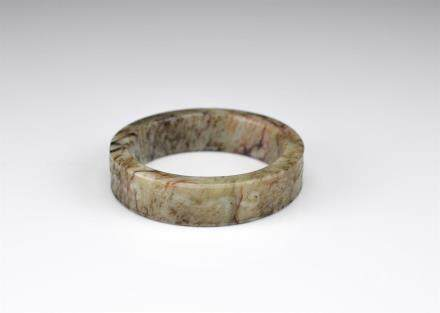 MING OLIVE AND RUSSET JADE ARCHAISTIC BANGLE