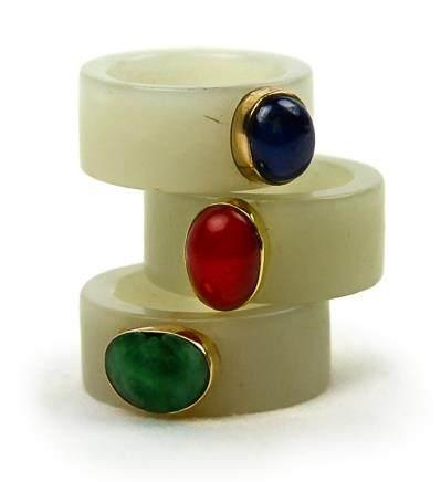 青白玉嵌寶石戒指一組