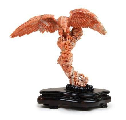 珊瑚雕雄鷹擺件