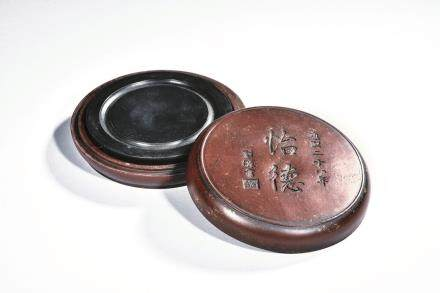 A circular inkstone with case