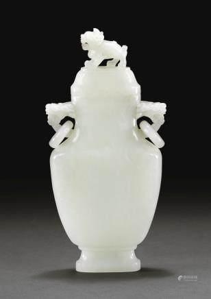 清十八世紀 白玉雙活環耳蓋瓶