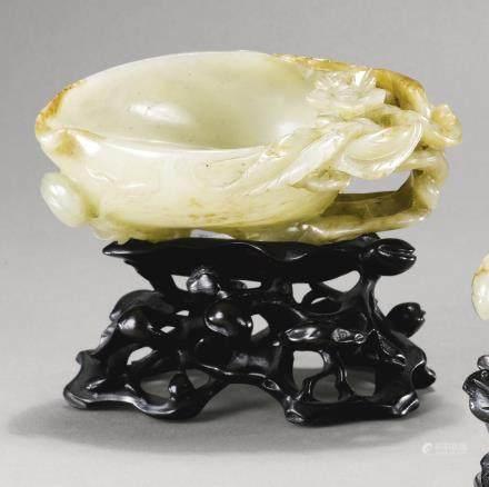 明十六世紀 青白玉桃式洗
