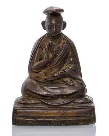 A BRONZE FIGURINE OF A LAMA, TIBET, 18th ct