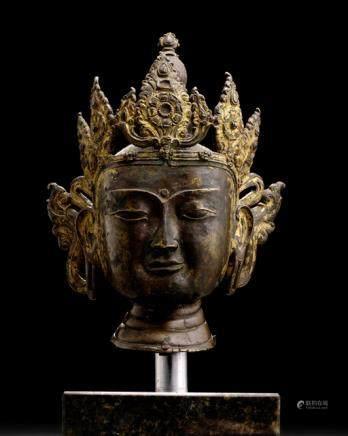 A BRONZE HEAD OF A TATHAGATA BUDDHA, TIBET, 15th ct