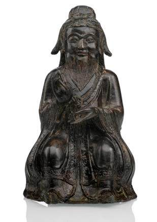 A BRONZE FIGURE OF A SEATED DAOIST