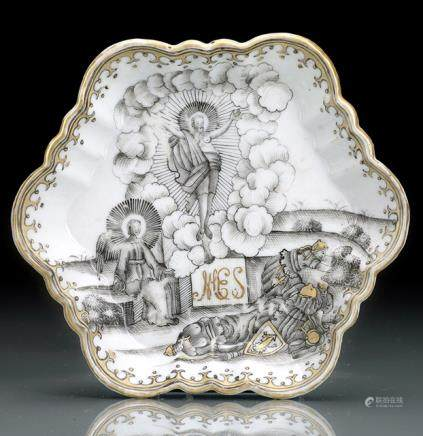 A GRISAILLE AND GOLD-PAINTED EXPORT PORCELAIN DISH WITH JESUS AND MONOGRAMM