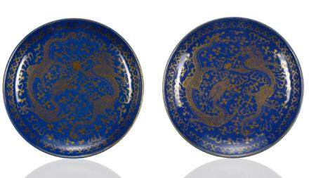 A PAIR OF POWDERBLUE-GROUND GILT PAINTED DRAGON DISHES