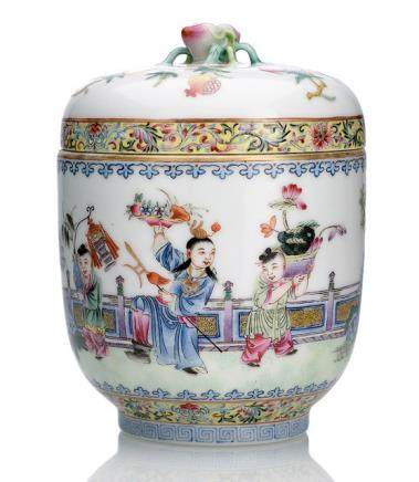 A FAMILLE ROSE PORCELAIN BOX AND COVER