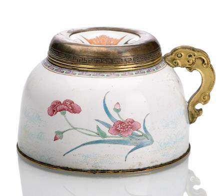 A PAINTED ENAMEL WATERPOT WITH LID AND HANDLE