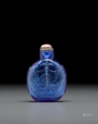 寶石藍料帶鋪首環飾壽團螭龍鼻煙壺