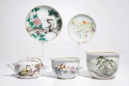 A varied lot of Chinese qianjiang cai porcelain, 19/20th C.