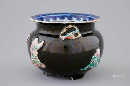 A Chinese famille rose on black-ground moulded censer, 19/20th C.
