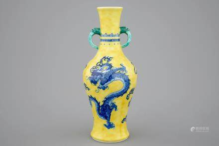 A Chinese porcelain vase with a blue dragon on a yellow ground, 19/20th C.