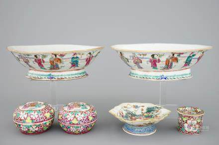 A pair of Chinese famille rose bowls and 3 covered boxes, 19th C.