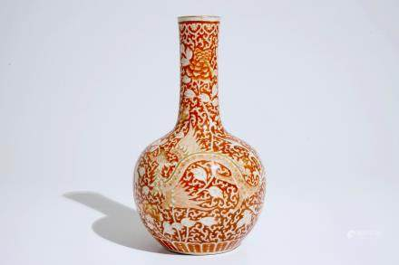 A Chinese iron red and gilt phoenix bottle vase, Guangxu, 19/20th C.