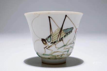 A Chinese famille rose grasshopper cup, Tongzhi mark, 19/20th C.