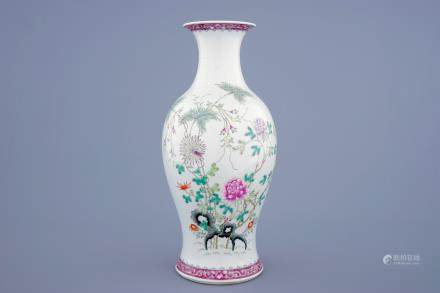 A fine Chinese famille rose vase with floral design, 19/20th C.