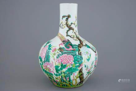 A Chinese famille rose tianqiuping bottle vase with birds among flowers, 19/20th C.