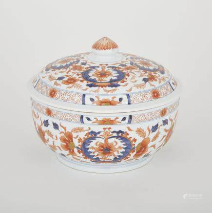 "An Imari-style Covered Bowl, height 7.9"" — 20 cm., diameter 9.3"" — 23.5 cm."