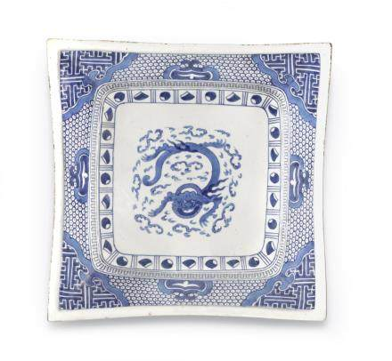 AN ARITA BLUE AND WHITE PORCELAIN SQUARE DISH