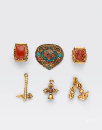 A GROUP OF SIX GILT JEWELRY AND RITUAL ITEMS Tibet and Nepal, 19th/20th century