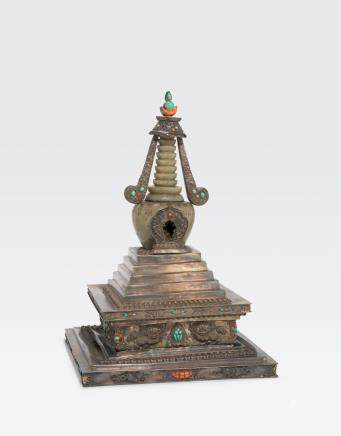 A LARGE METAL ALLOY AND CARVED JADE STUPA Late Qing dynasty
