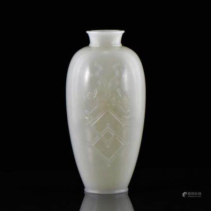 18/19TH C CHINESE CELADON JADE MEIPING VASE